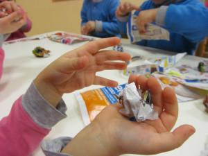 mani_bambini_carta